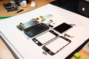iphone-3g-s-fully-disassembled11