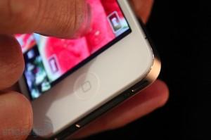 iphone-4-first-hands-2010-06-0712-03-57-rm-eng[1]