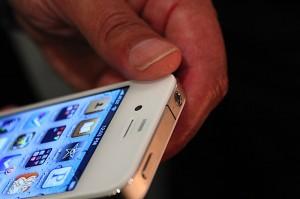 iphone-4-first-hands-2010-06-0712-04-42-rm-eng[1]