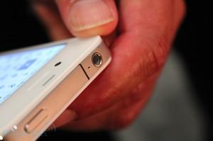iphone-4-first-hands-2010-06-0712-04-52-rm-eng[1]