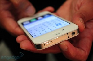 iphone-4-first-hands-2010-06-0712-05-16-rm-eng[1]