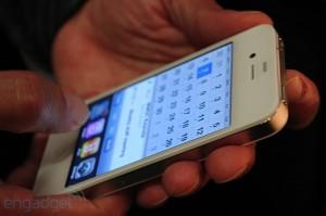 iphone-4-first-hands-2010-06-0712-05-21-rm-eng[1]
