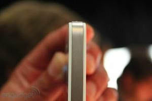 iphone-4-first-hands-2010-06-0712-06-32-rm-eng[1]