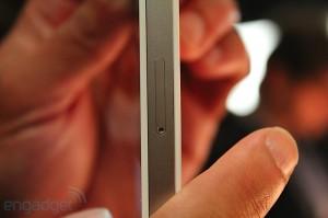 iphone-4-first-hands-2010-06-0712-06-34-rm-eng[1]