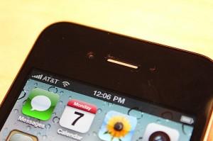 iphone-4-first-hands-2010-06-0712-07-25-rm-eng[1]