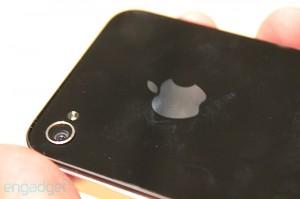 iphone-4-first-hands-2010-06-0712-07-53-rm-eng[1]