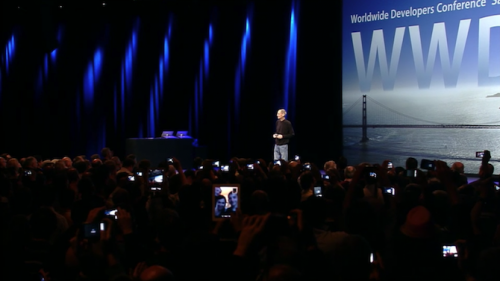 WWDC-2011-keynote-crowd-photohraphs-Steve-Jobs