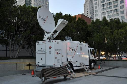 apple_satellite_truck