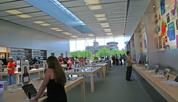 apple-retail-store-shoppers