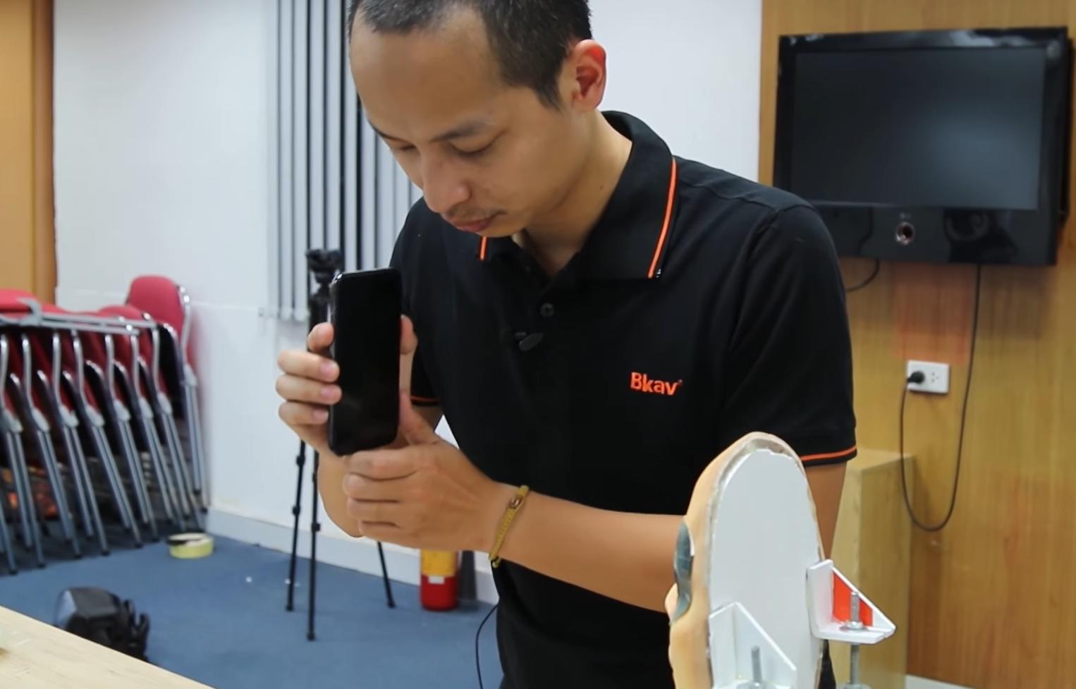 Вьетнамцы изBkav вновь одурачили FaceID новейшей маской близнеца